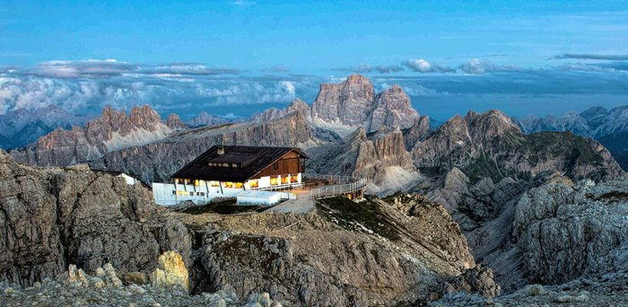 Tour to the Lagazuoi Refuge chalet